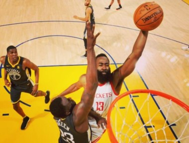 James Harden se destacó en Houston Rockets marcando 30 puntos.