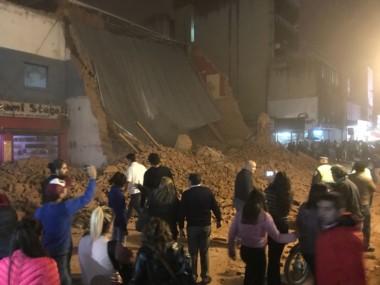 Organismos mucipales y provinciales trabajan en medio de los escombros intensamente.