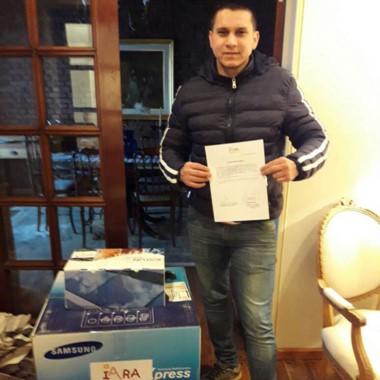 Juan Carlos Riquelme, vicedirector, con la fotocopiadora recibida.