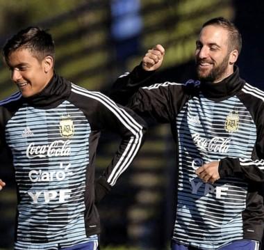 Dybala e Higuaín, figuras de Juventus, en la práctica de hoy en Ezeiza.
