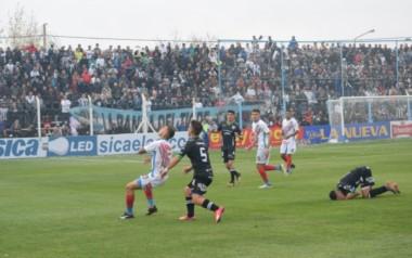 Con 3 penales atajados sobre 5 por Matias Alasia, Cipolletti eliminó a Arsenal.
