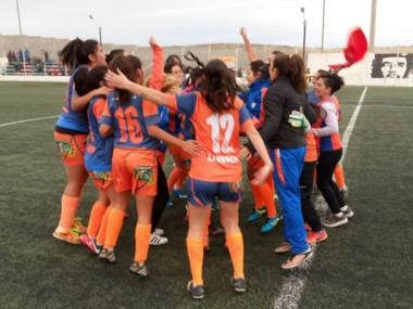 Festejo de las jugadoras de Moreno, en cancha de Alianza.