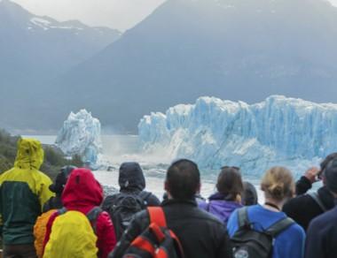 """Glaciar. Una postal de los turistas que disfrutaron del """"finde"""" largo."""