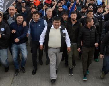 "Liderazgo. Una postal del ""Loma"" Ávila encabezando la multitudinaria marcha de la semana pasada."