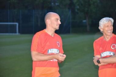 La Selección Colombia ya realiza entrenamientos en territorio italiano junto con un nuevo integrante en el cuerpo tecnico, el argentino Esteban Cambiasso.