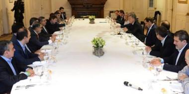 Presente. A la derecha de Macri se ubicó la intendente capitalina, que transmitió sus reclamos y quejas.