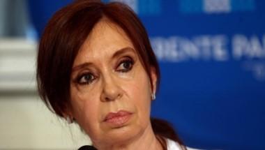 La senadora Cristina Kirchner advirtió hoy que la suba del dólar, de las tarifas y de la tasa de interés