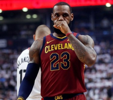 Los Lebron Cavaliers o los Cleveland James, como usted prefiera, tacharon 128-110 a Toronto y gobiernan 2-0 la serie de SF de la Conferencia Este.