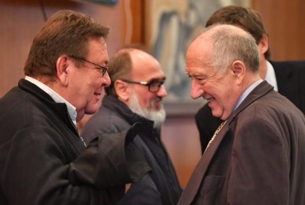 De izq a der.: Villegas, Torraca y el defensor Galende, satisfechos tras la audiencia. (Foto: Daniel Feldman / Jornada)