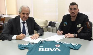 D'Onofrio se reunió con Armani y se acordó la extensión del contrato del arquero.