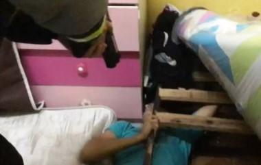 El hombre estaba escondido debajo de una cama. Los efectivos encontraron al agresor y lo detuvieron. (Archivo).