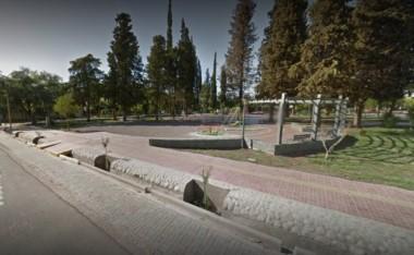 ataron con un destornillador a un joven en una plaza de Maipú durante una pelea.
