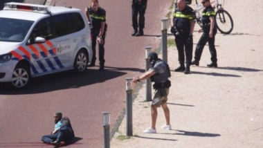 Detenido un hombre por apuñalar a tres personas en La Haya al grito de