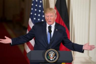 Trump arremetió contra las leyes migratorias del país y sugirió que para solucionarlo quizá deban cerrarse a la llegada de extranjeros.