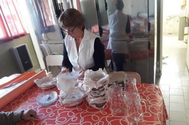 Rosa Beatriz Vidal, directora de la Escuela Nº 118, recibió la donación solicitada a la Fundación IARA.
