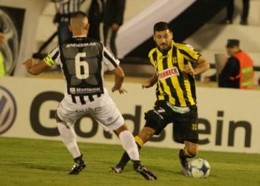 """En el """"Depo"""" se quejan del arbitraje de Méndez Cedro y lo culpan de la derrota. (Foto: Delfo Rodríguez)."""