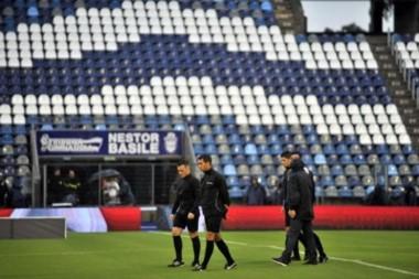 Ante las versiones de un posible cambio, la Aprevide informó que el partido entre #GELP y Boca por la Superliga, se jugará en el estadio del Bosque platense y sin público de Boca.