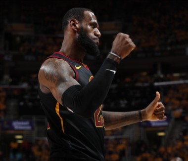 Los Cavaliers aplastan a los Raptors 128-93 y avanzan a la final del Este. Nuevamente LeBron ejerció de bestia con 29 puntos, 11 asistencias y 8 rebotes.
