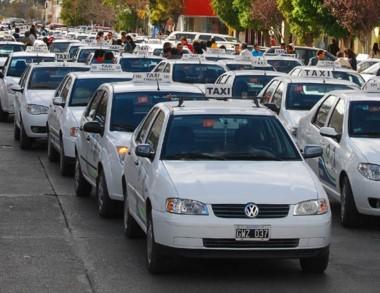 Cada vez hay menos trabajo en calle para los taxis por la crisis.