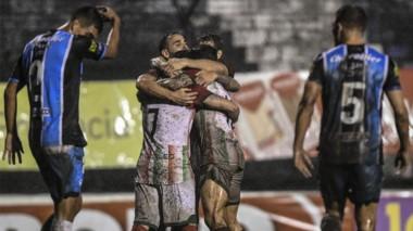 Agropecuario dio la sorpresa y eliminó a Almagro por el segundo ascenso a la Superliga.