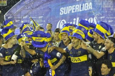 Boca Juniors levantó la Superliga 2017-18 del fútbol argentino.