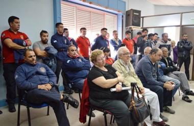 Presentes. Los miembros de la Asociación de Bomberos Voluntarios presenciaron la sesión capitalina.