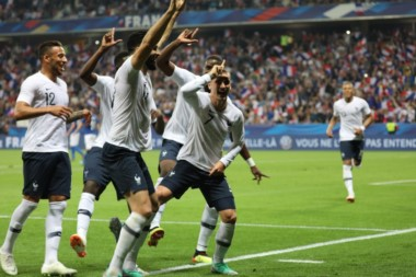Con goles de Umtiti, Griezmann y Dembele, Francia venció a Italia.