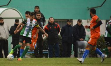 Darío Pellejero, en acción en El Fortín, antes de sufrir la rotura de tibia y peroné en la última jugada de la final del Apertura en 2018 en Rawson.