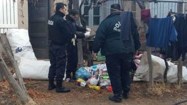 Policía revisó hasta las bolsas de basura. Esta imagen es del patio que comparte la casa con el Correo.