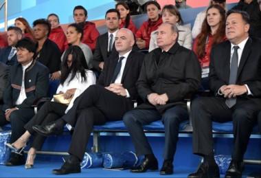 Hoy hubo un concierto de gala, dedicado a la Copa Mundial, en la Plaza Roja. El presidente de Rusia, Vladimir Putin junto al titular de la FIFA, Giovanni Infantino.