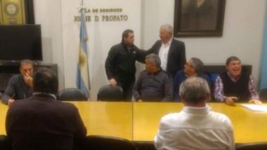 Pablo Toviggino, presidente del Consejo Federal, dialoga con los delegados federales del quinto piso de AFA el pasado martes.