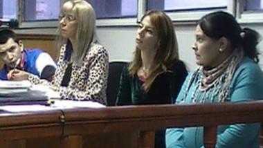 Los imputados con sus defensas al momento del inicio del debate.