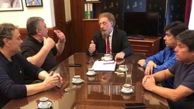 Cumbre. La cúpula del Sindicato compartió un activo debate con el senador chubutense en Capital Federal.
