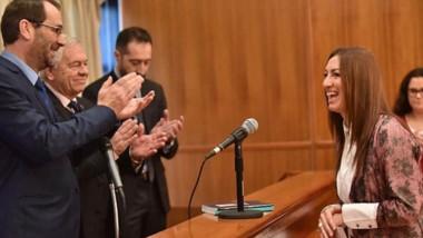 Juramento de mujer. Mariana Ripa finalmente asumió al frente de la Dirección de la Oficina de la Mujer y de Violencia de Género.