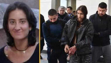 Evelyn Lehr era artesana.  Esposado. Momentos en que el acusado era trasladado desde la estación de servicio Mica hacia la Policía.