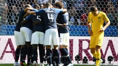 Francia derrotó a Australia con 2 goles que le fueron concedidos por el uso de la tecnología.