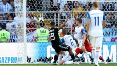 """Estupenda definición del """"Kun"""" al palo del arquero en el gol argentino."""