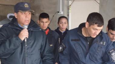 El comisario mayor José Luis Matschke encabezó el acto con una marcada emoción, junto a familiares.
