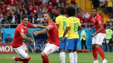Brasil dominó el primer tiempo, pero en el arranque del complemento durmió en un córner y se lo igualaron.