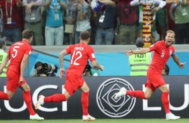 Harry Kane, delantero del Tottenham, cumplió y convirtió un doblete en el debut con triunfo de Inglaterra.