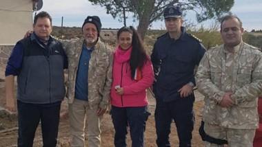 Final feliz. Bonatti, segundo desde la izquierda, fue encontrado en un paraje de la zona de Punta Tombo.