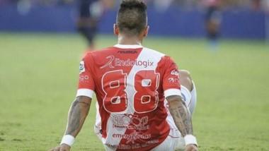 Lucas Barrios ejecutó la cláusula de rescisión y es jugador libre para la próxima temporada.