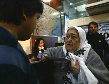 Incansable. Hebe ahora se solidarizó con el líder de los mapuches. (fotos, cortesía de ATE).