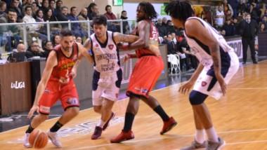 Los correntinos jugaron en muy buen nivel y derrotaron a San Lorenzo por 91-74.