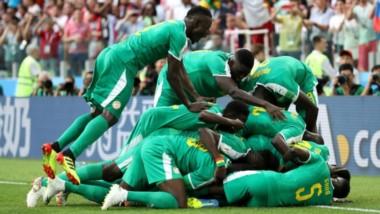 El festejo alocado de los jugadores de Senegal tras segundo gol.