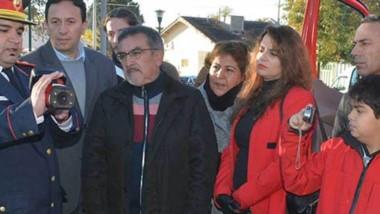 Bomberos mostraron a Maderna el uso de la cámara termal.