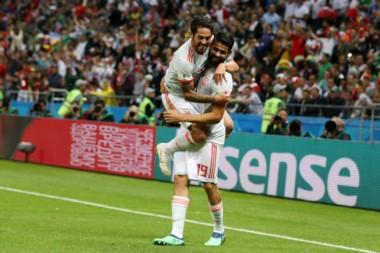 España llegó a octavos sin deslumbrar y espera levantar el nivel hoy ante Rusia.