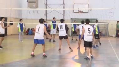 La Liga Municipal de Voley sigue adelante en Trelew con partidos en el gimnasio de la Escuela nº 714.