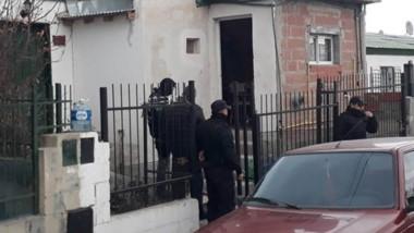 Operativo. En uno de los domicilios encontraron una pistola con sus proyectiles, además de cartuchería.