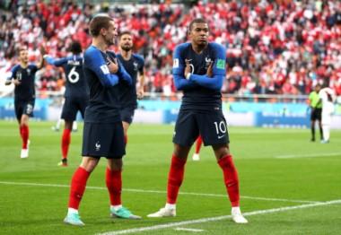 Francia, con algunos cambios, juega ante Dinamarca.